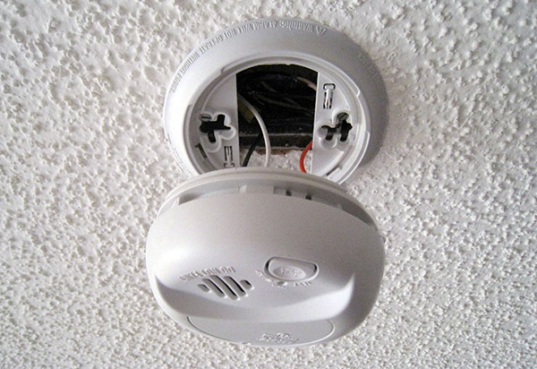 Close up picture of smoke alarm - picture from Flickr